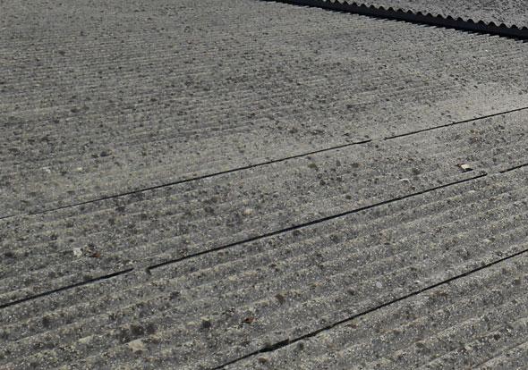 bonifica-amianto-su-capannone-con-copertura-a-falde-treviso-mosole-corrado-srl-01