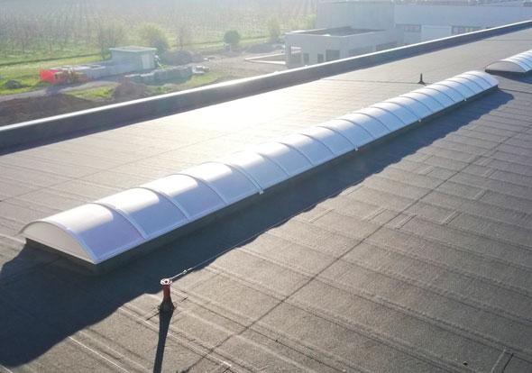 installazione-lucernari-centinati-su-rifacimento-impermeabilizzazione-copertura-commerciale-noventa-di-piave-venezia-mosolecorradosrl-01