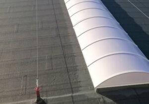 progettazione-realizzazione-installazione-linee-vita-su-rifacimento-impermeabilizzazione-su-copertura-industriale-venezia-mosolecorradosrl-01